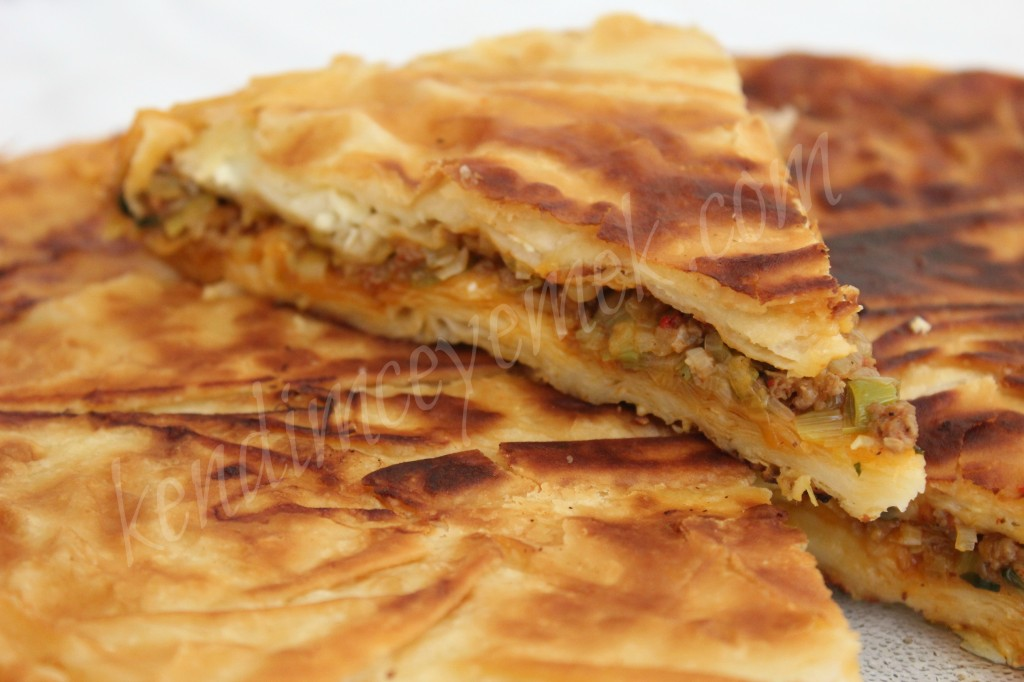 Kıymalı,Pırasalı Tava Böreği